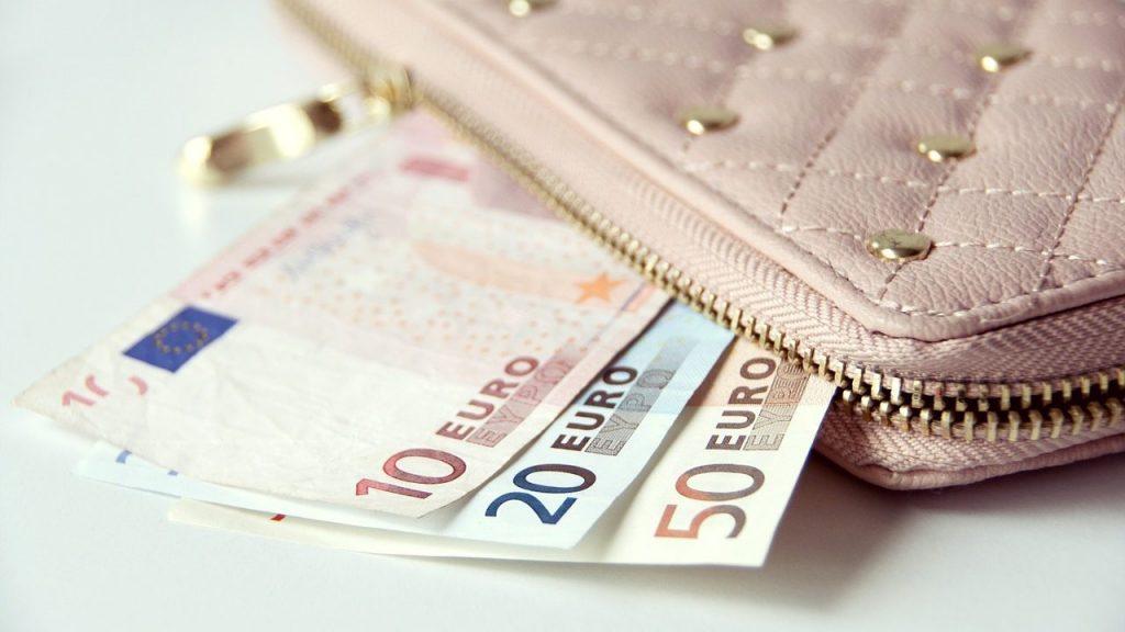 夫婦で別財布だと貯金は難しい?別財布で上手くいくコツは
